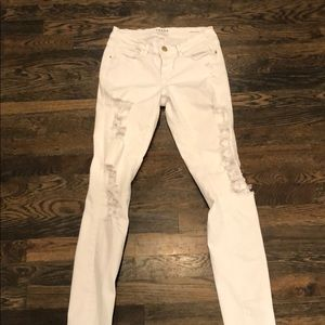 Skinny. Distressed. Frame Jeans in White.